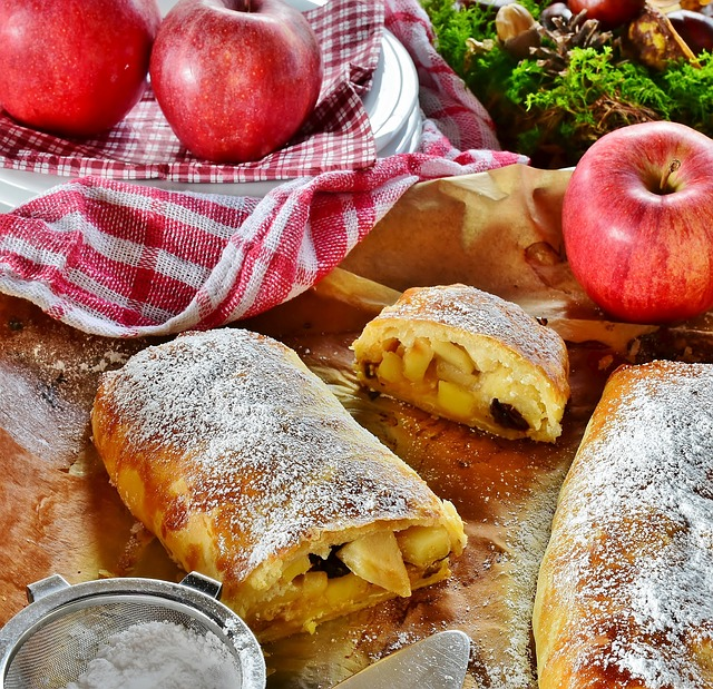 How to Bake the Perfect Apple Strudel: an Easy Recipe